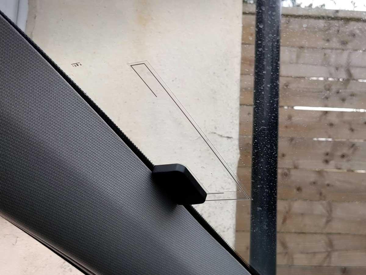 Installing the DAB windscreen antenna